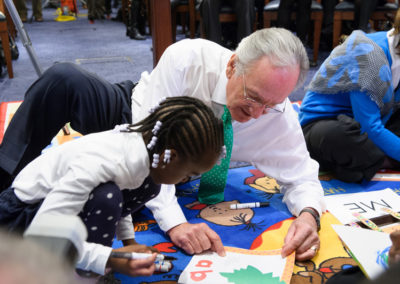 Sen. Tom Harkin meets with school children.